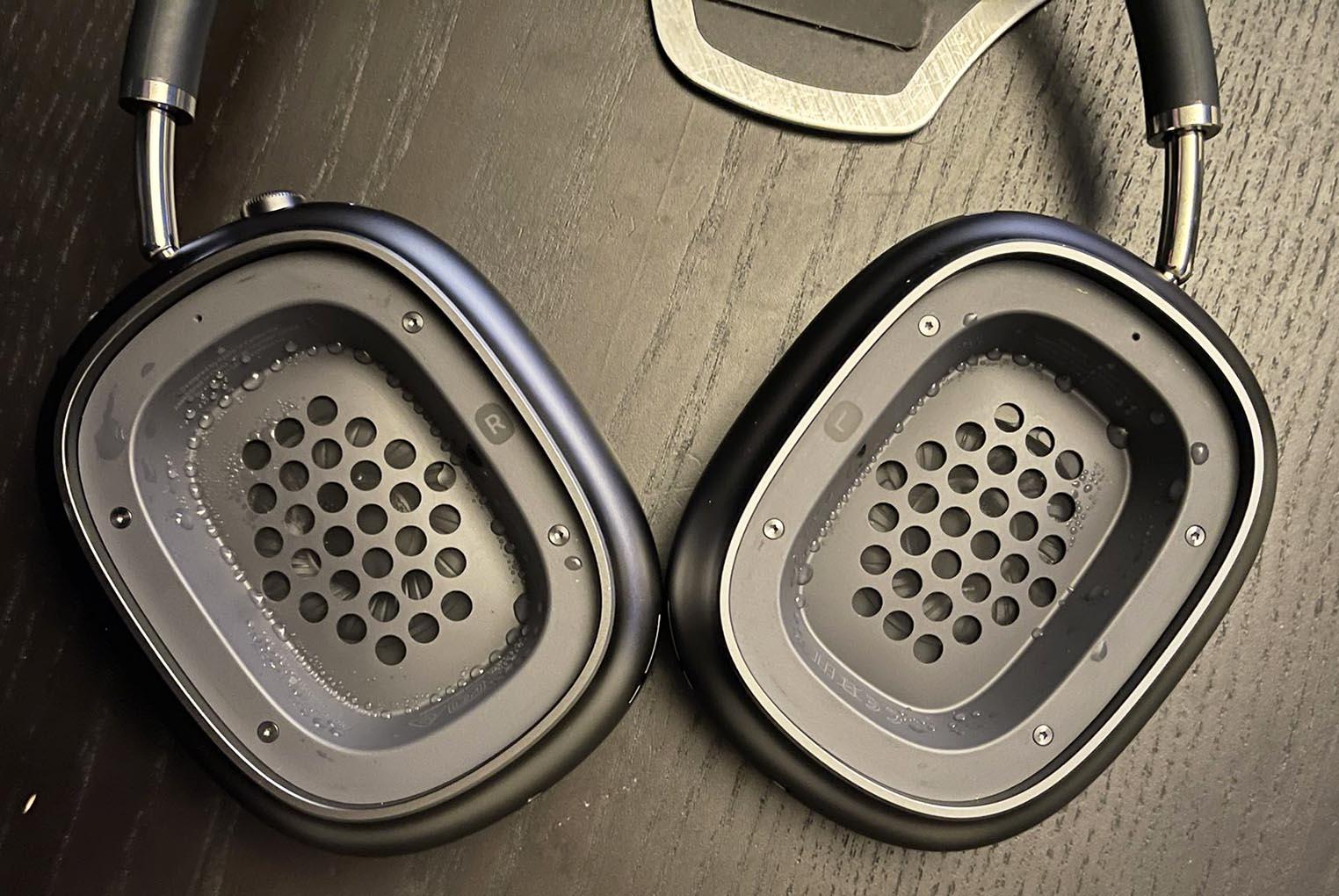 Condensation AirPods Max