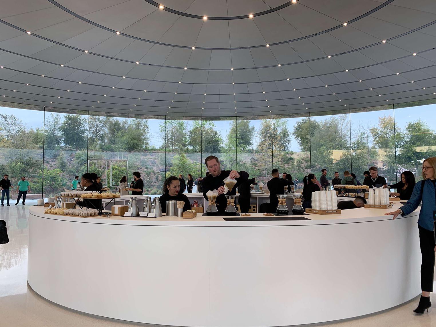 Apple Event Steve Jobs Theater petit déjeuner