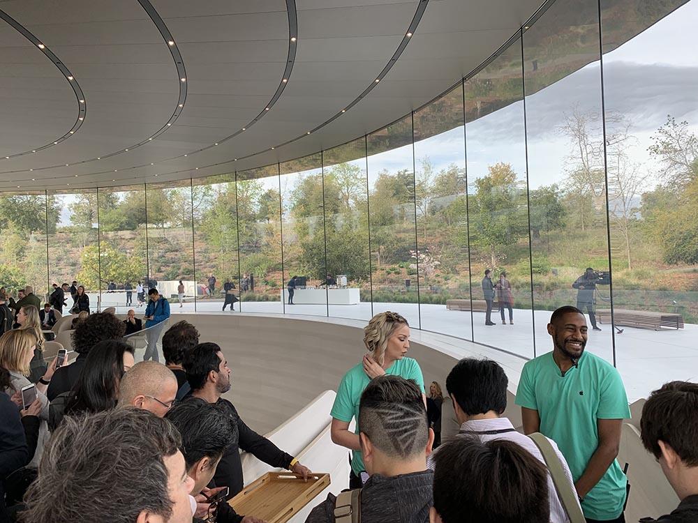 Steve Jobs Theater file d'attente