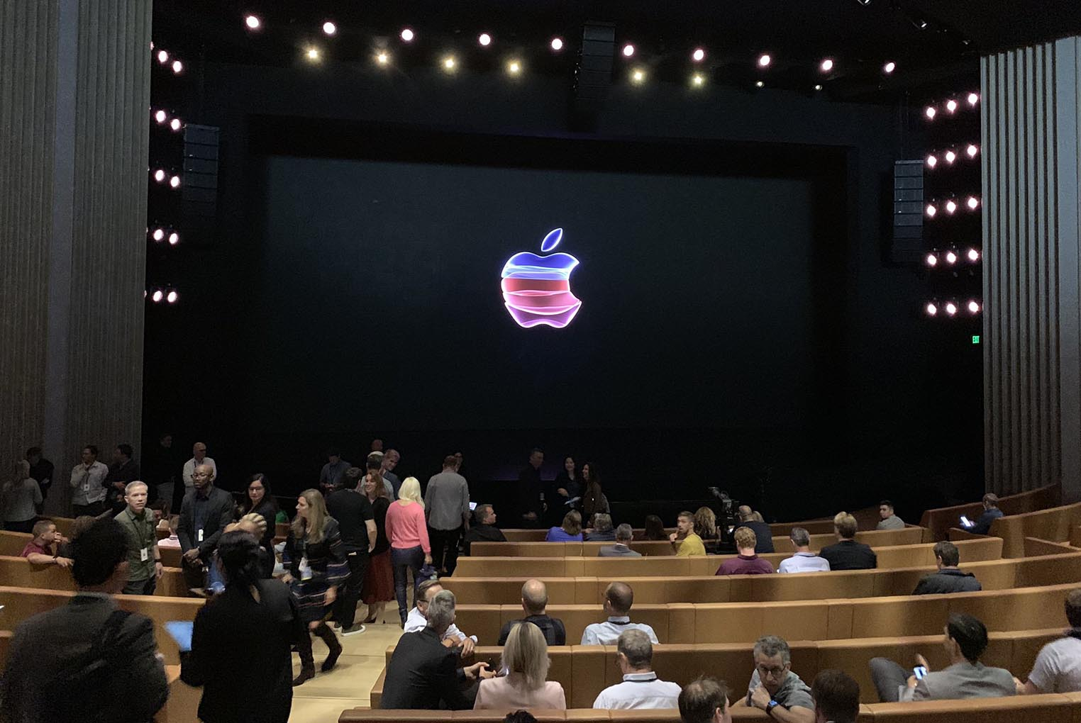 Scène Steve Jobs Theater septembre 2019