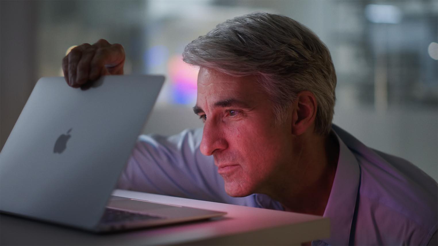 Craig Federighi MacBook Air Apple M1