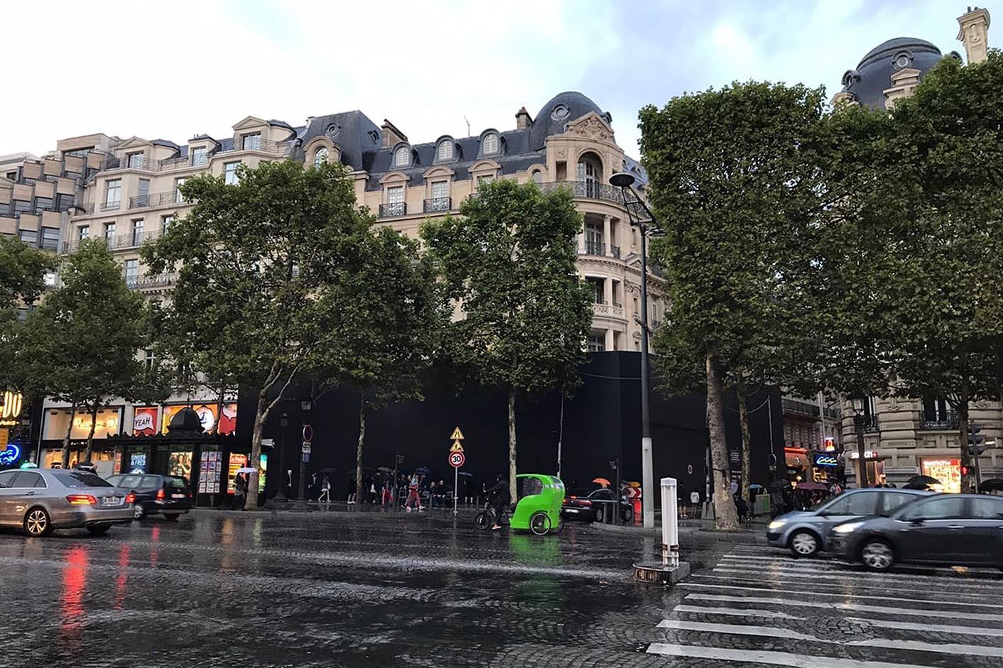 Apple Store Champs-Élysées travaux
