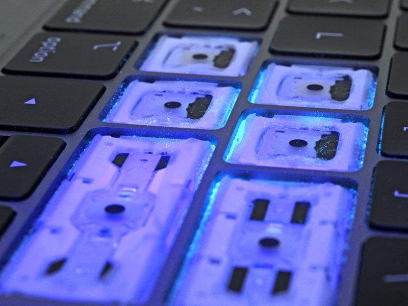 Poussière clavier MacBook Pro 2018