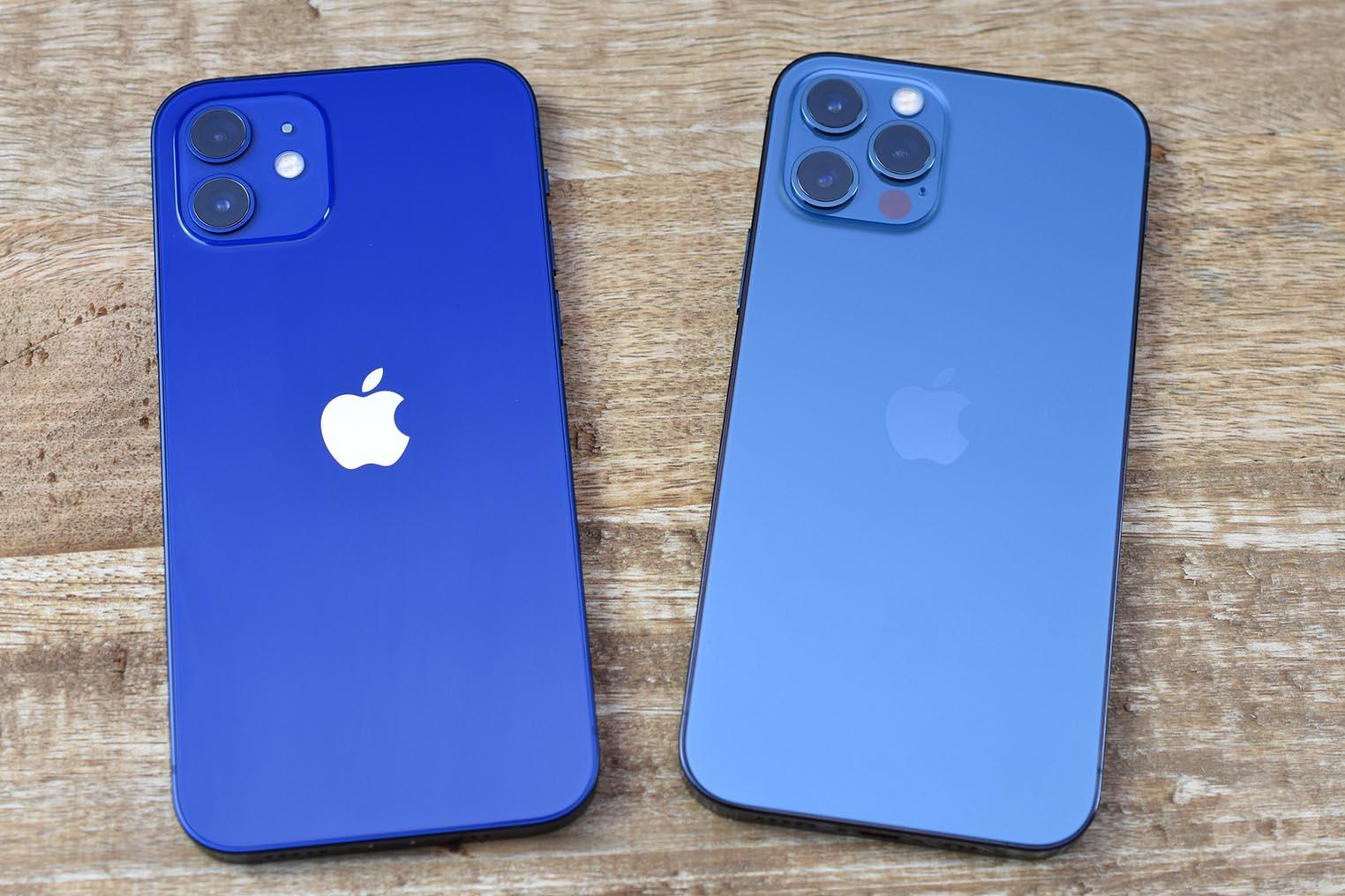 iPhone 12 et 12 Pro comparaison bleus