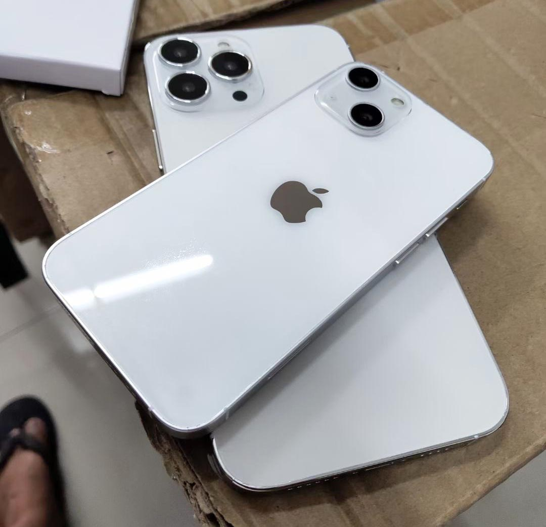 Maquettes iPhone 13 iPhone 13 Pro