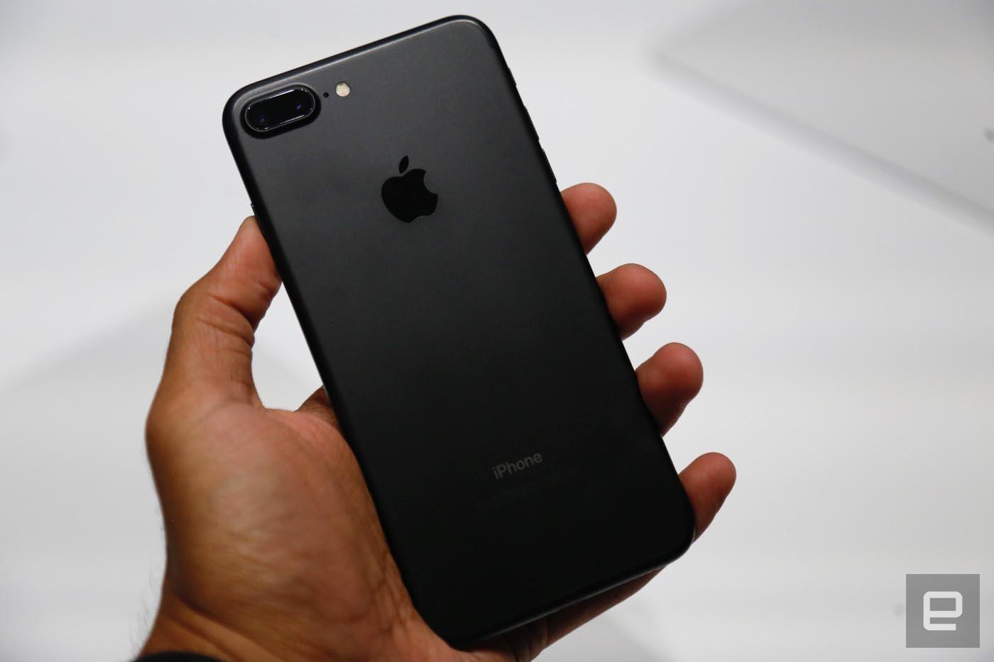 consomac les premi res images des iphone 7 noirs. Black Bedroom Furniture Sets. Home Design Ideas