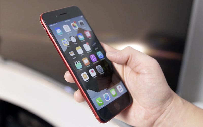 consomac un iphone 7 rouge avec fa ade noire. Black Bedroom Furniture Sets. Home Design Ideas