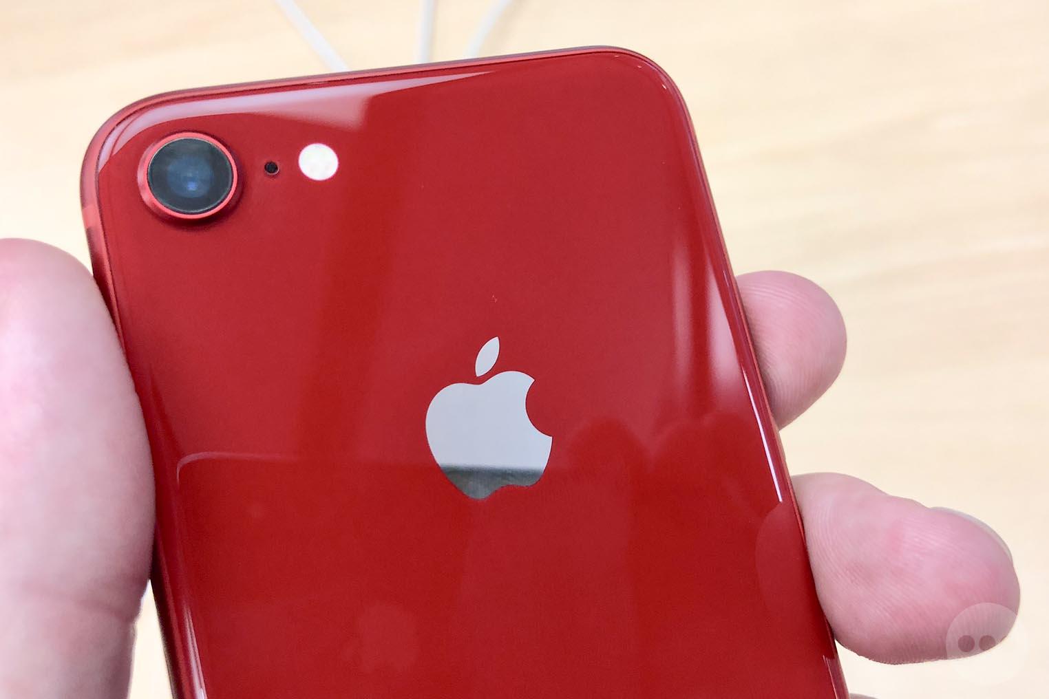 consomac l 39 iphone 8 rouge est disponible en boutique. Black Bedroom Furniture Sets. Home Design Ideas