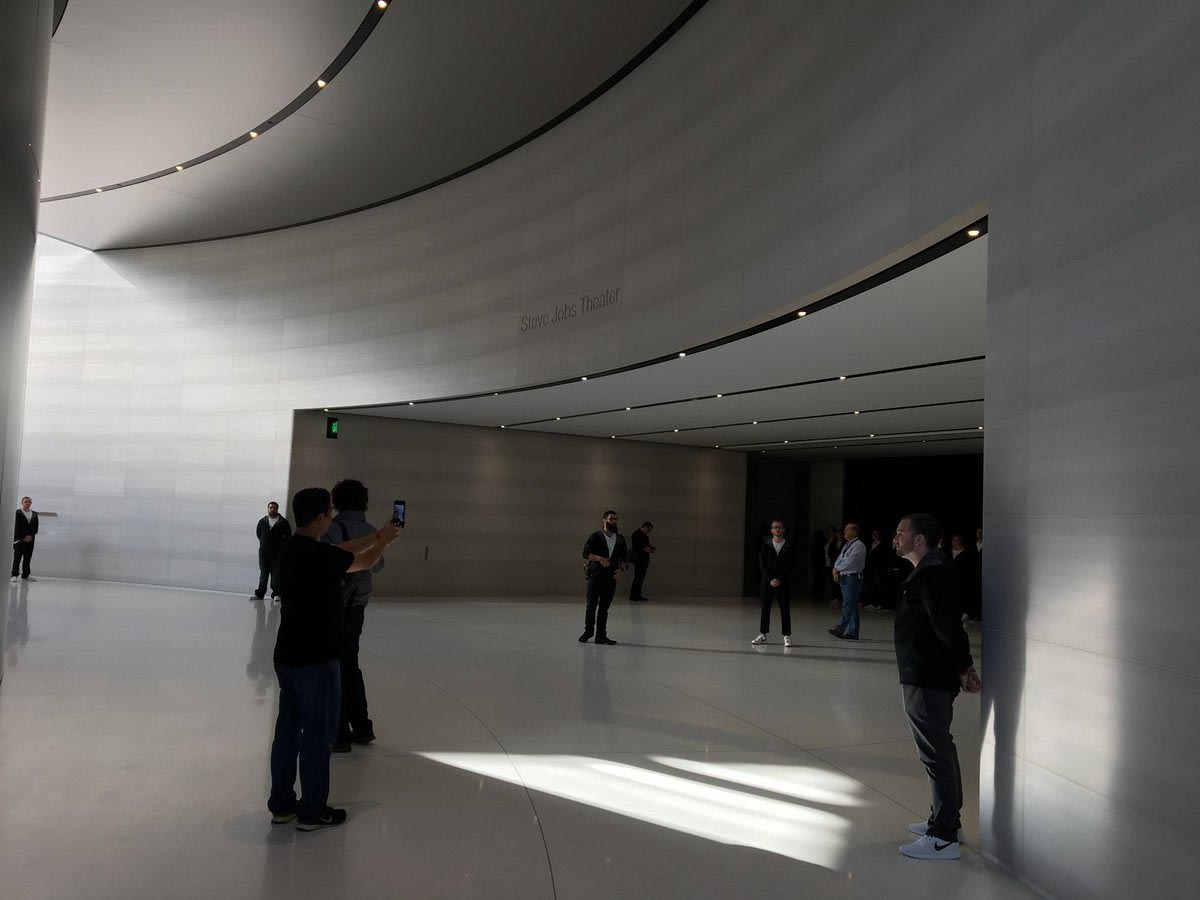 Steve Jobs Theater entrée