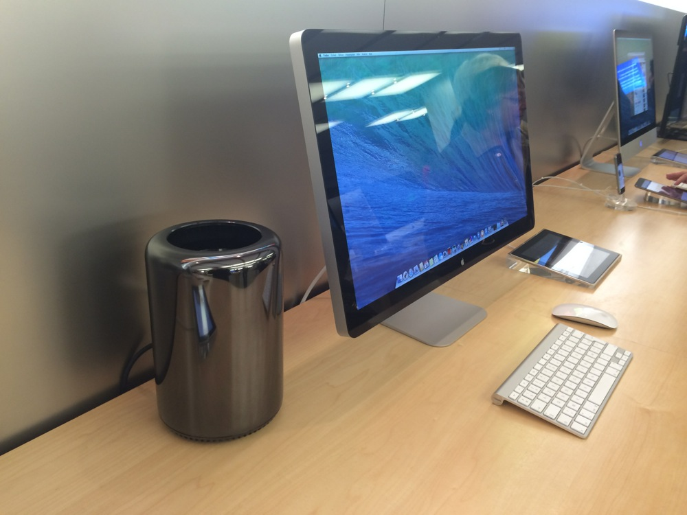 consomac le mac pro est arriv en apple store mais sans cran 4k. Black Bedroom Furniture Sets. Home Design Ideas