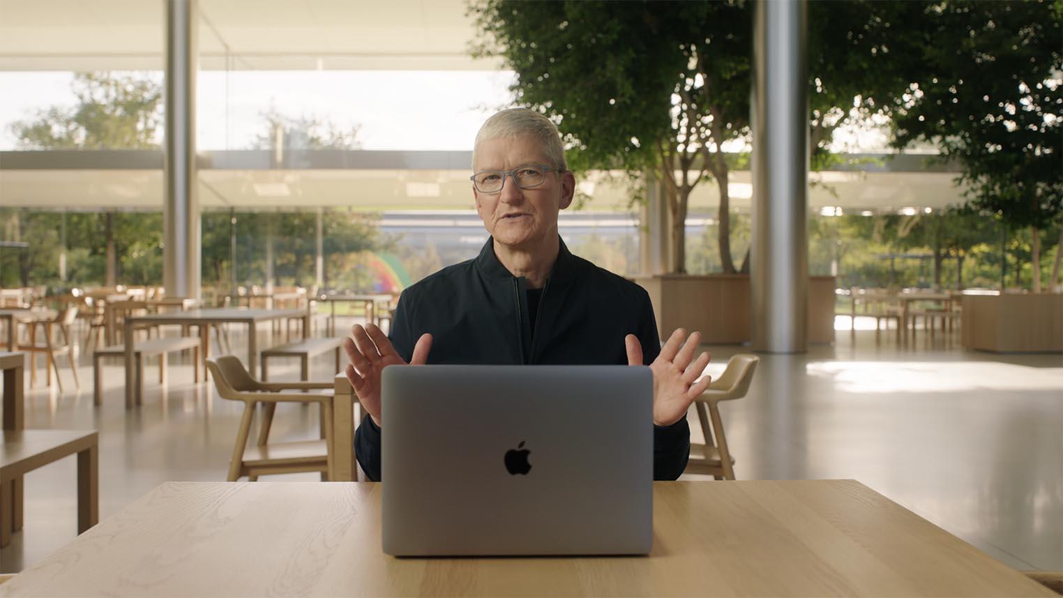 Tim Cook MacBook M1