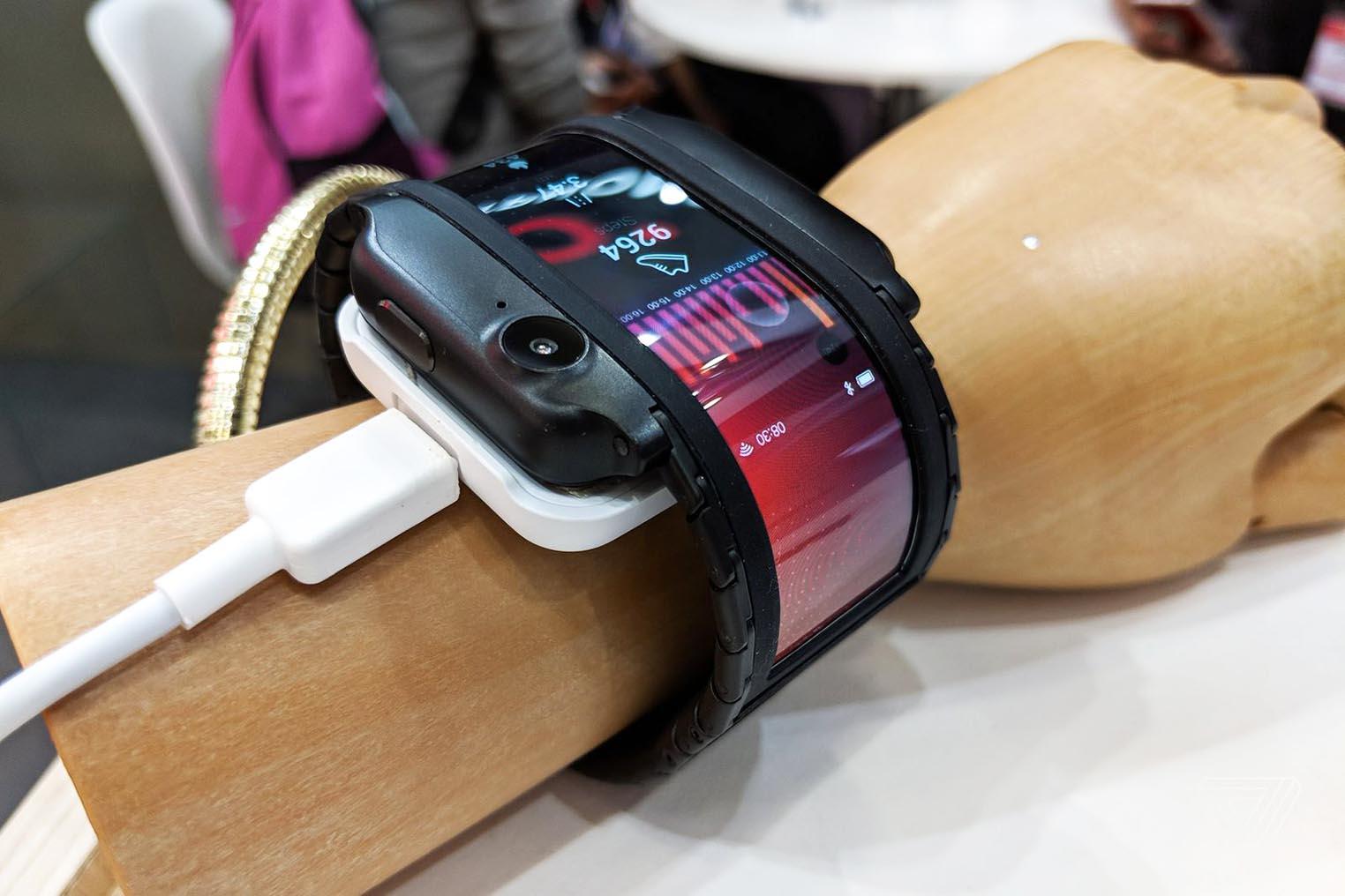 Nubia téléphone flexible poignet