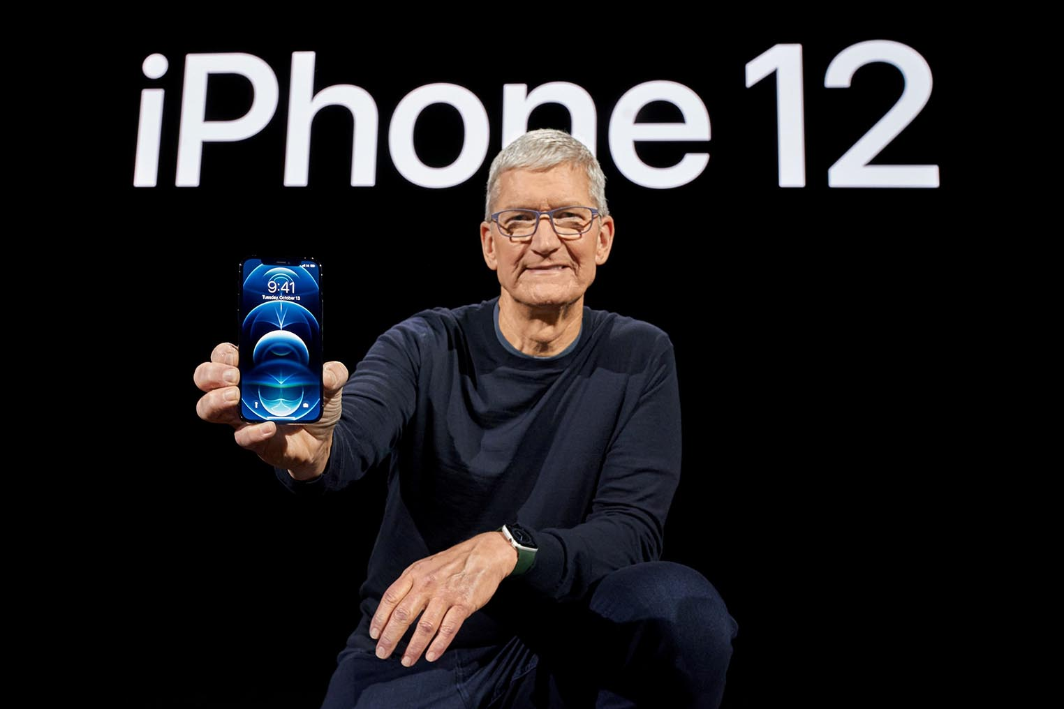 Tim Cook iPhone 12