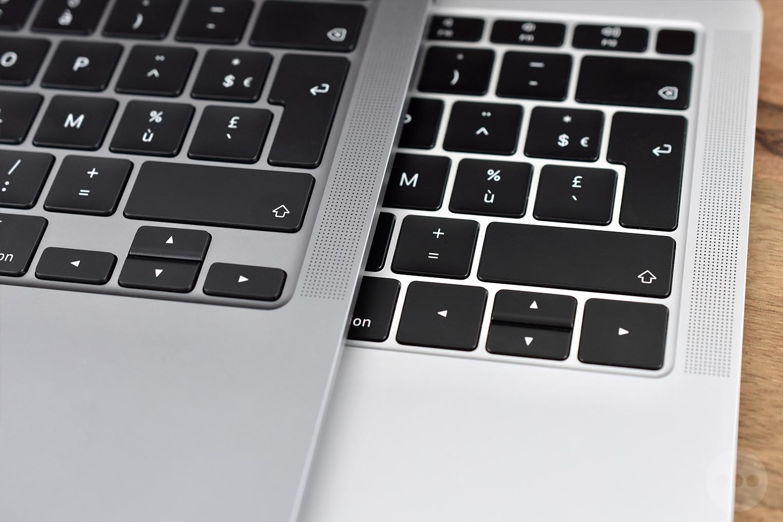 MacBook Air 2020 comparaison touches directionnelles