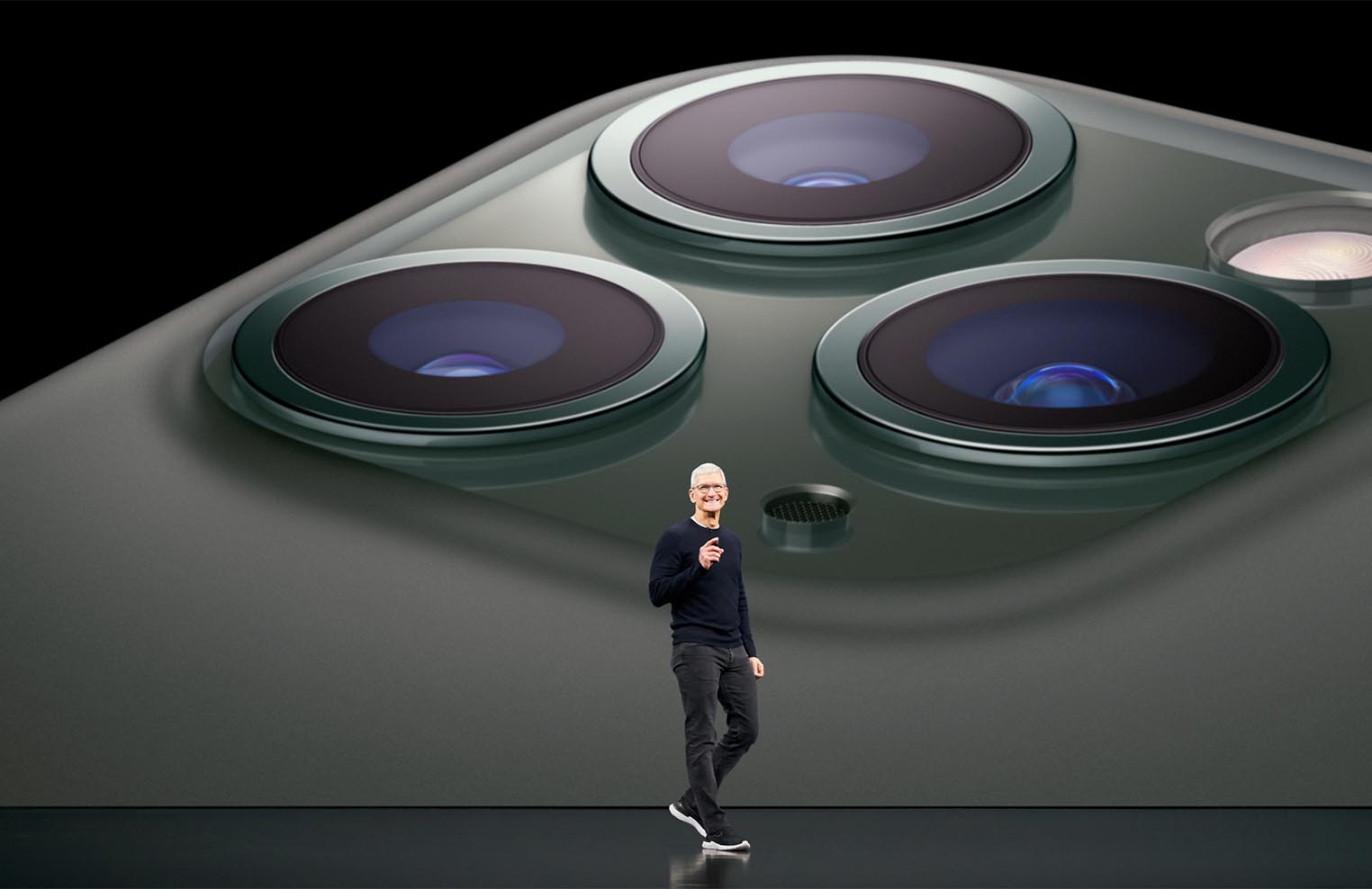 Tim Cook iPhone 11 Pro