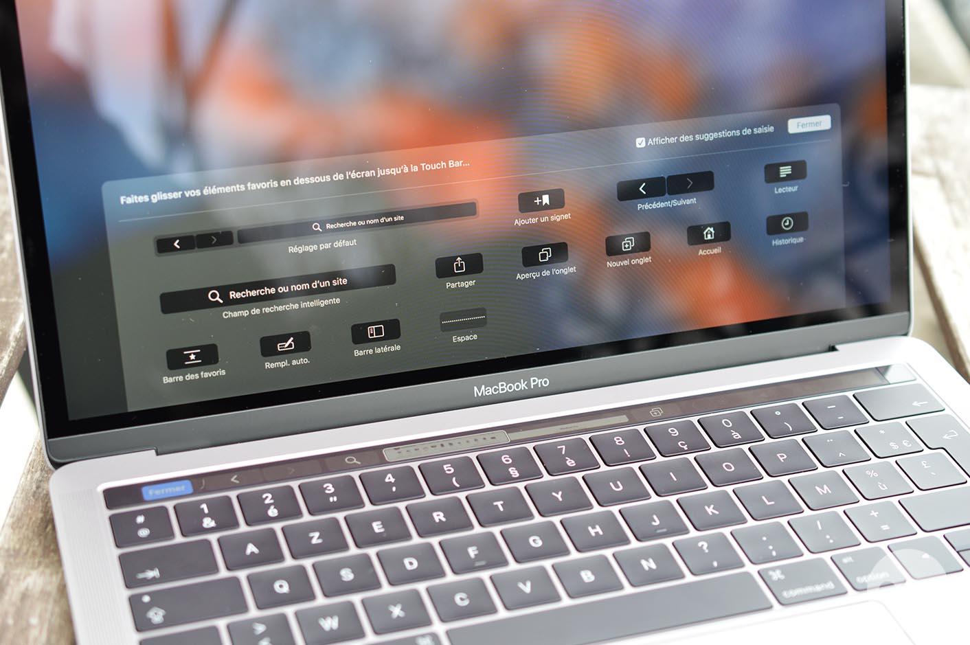 MacBook Pro Touch Bar emoticônes