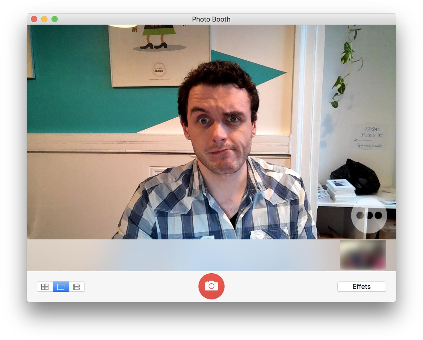 LG UltraFine test webcam